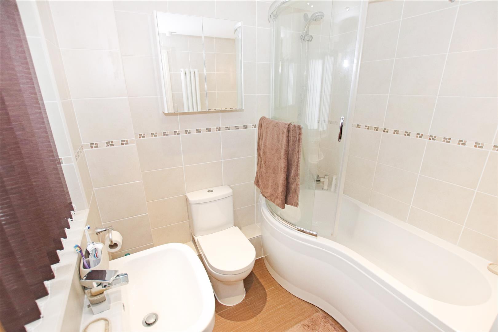 LUXURY FULLY TILED GROUND FLOOR BATHROOM